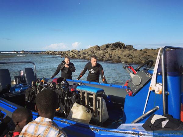 Dingy do mergulho do Sardine Run