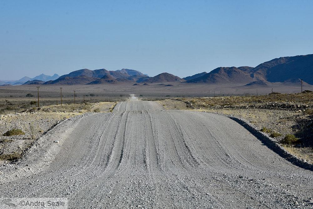 Estrada de cascalho - Roteiro de cinco dias na Namíbia