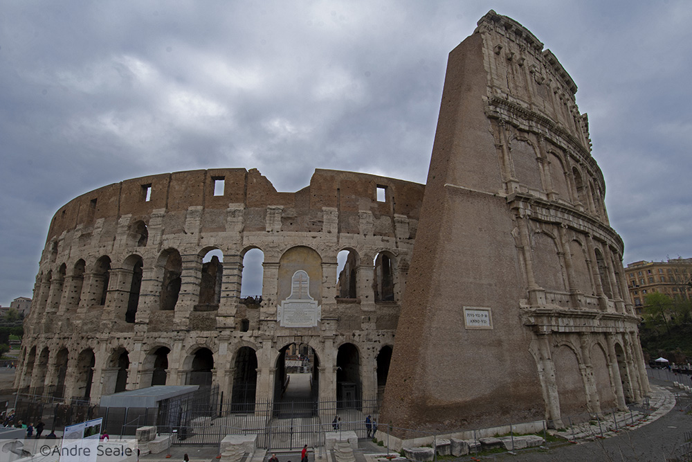 Fachada do Coliseu Romano - Roteiro em Roma