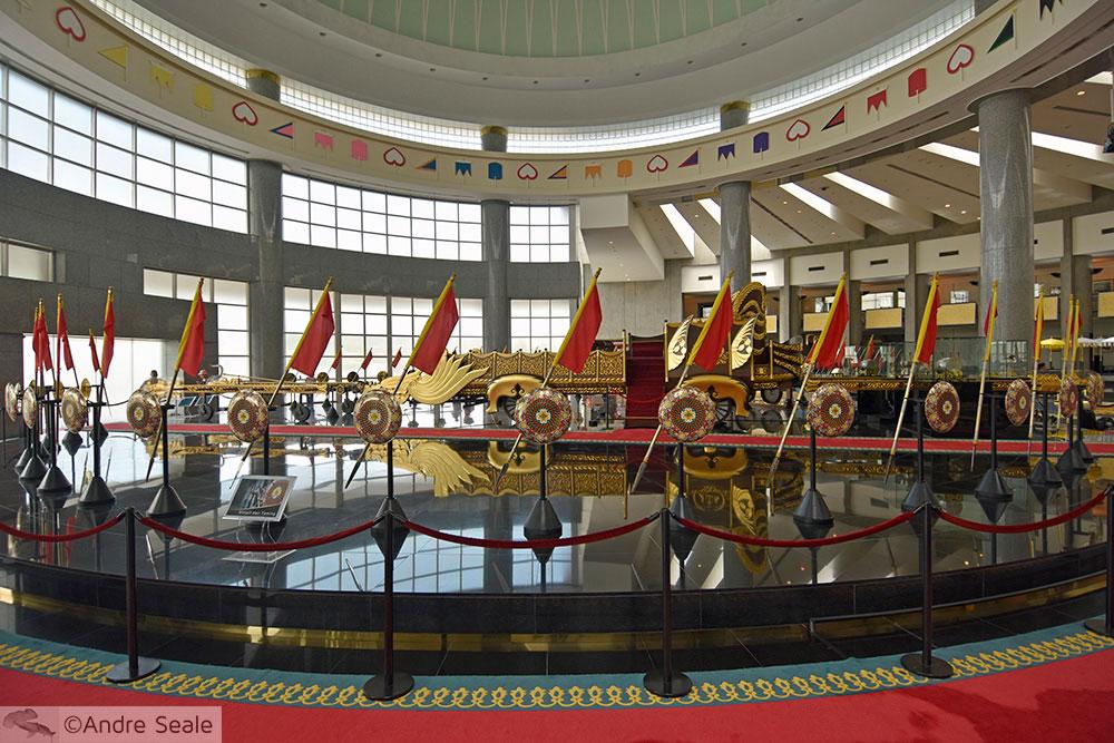 Em Brunei - Royal Regalia Museum