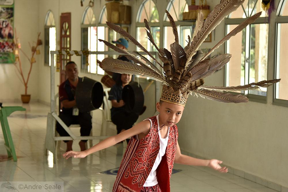 Dança típica de Brunei - Iban