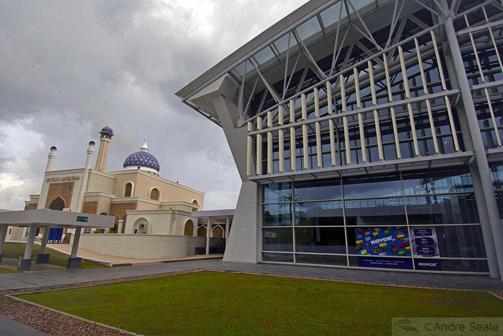 Mesquita do aeroporto em Brunei