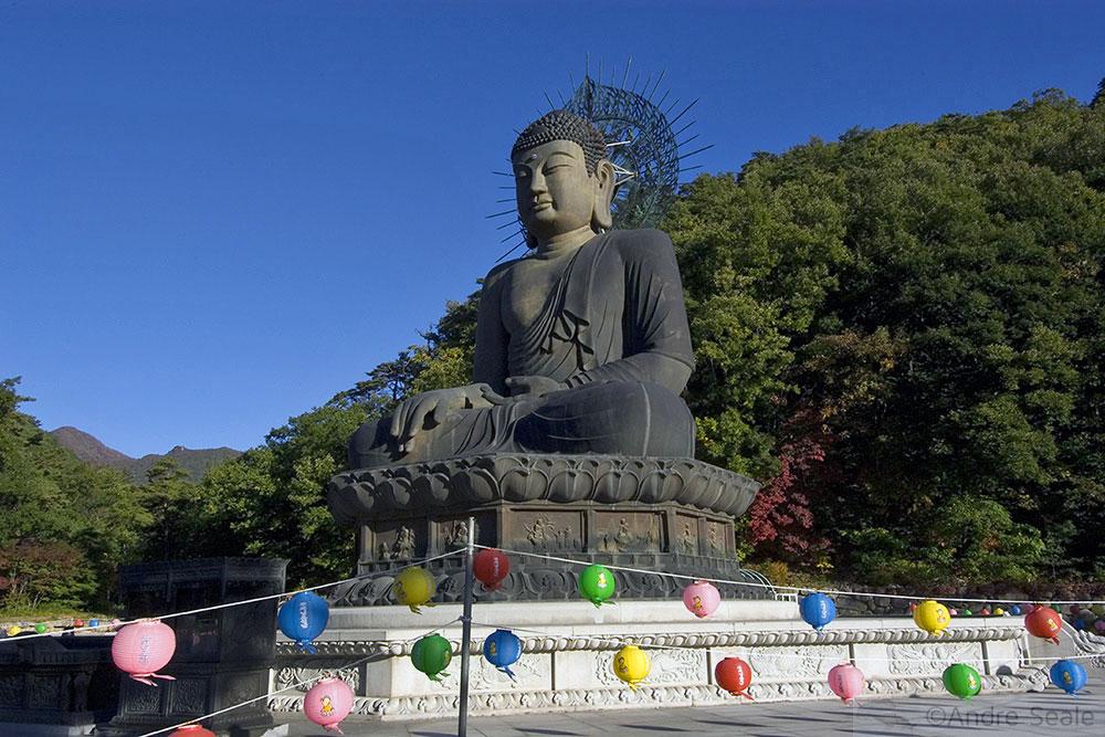 Buda no Parque Nacional de Seoraksan